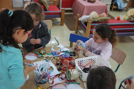 ילדים בפרויקט רובוטיקה