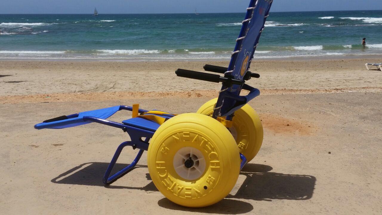 טוב מאוד הוכנסו לשימוש כיסאות גלגלים מיוחדים לנכים בחוף מכמורת WZ-49